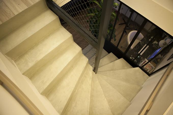 Un béton ciré met en valeur cet escalier béton
