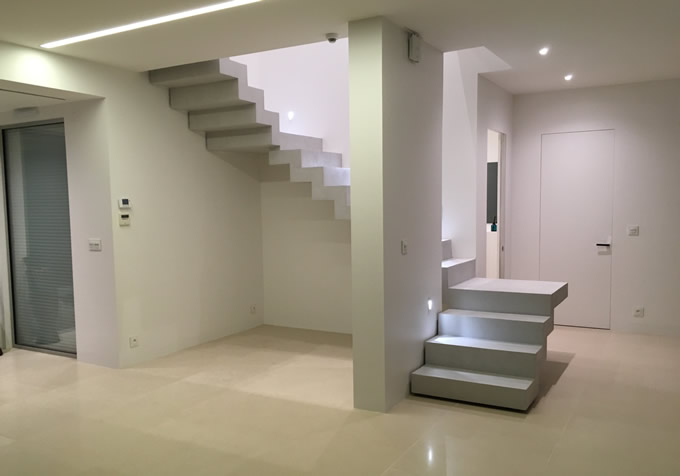 Vue d'ensemble d'un escalier à paliers intermédiaires