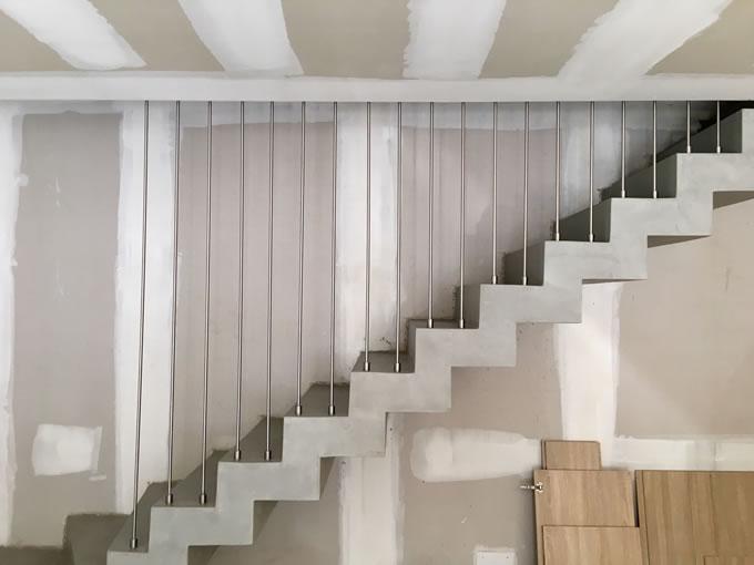 Garde coups Harpe pose à la française sur escalier crémaillière