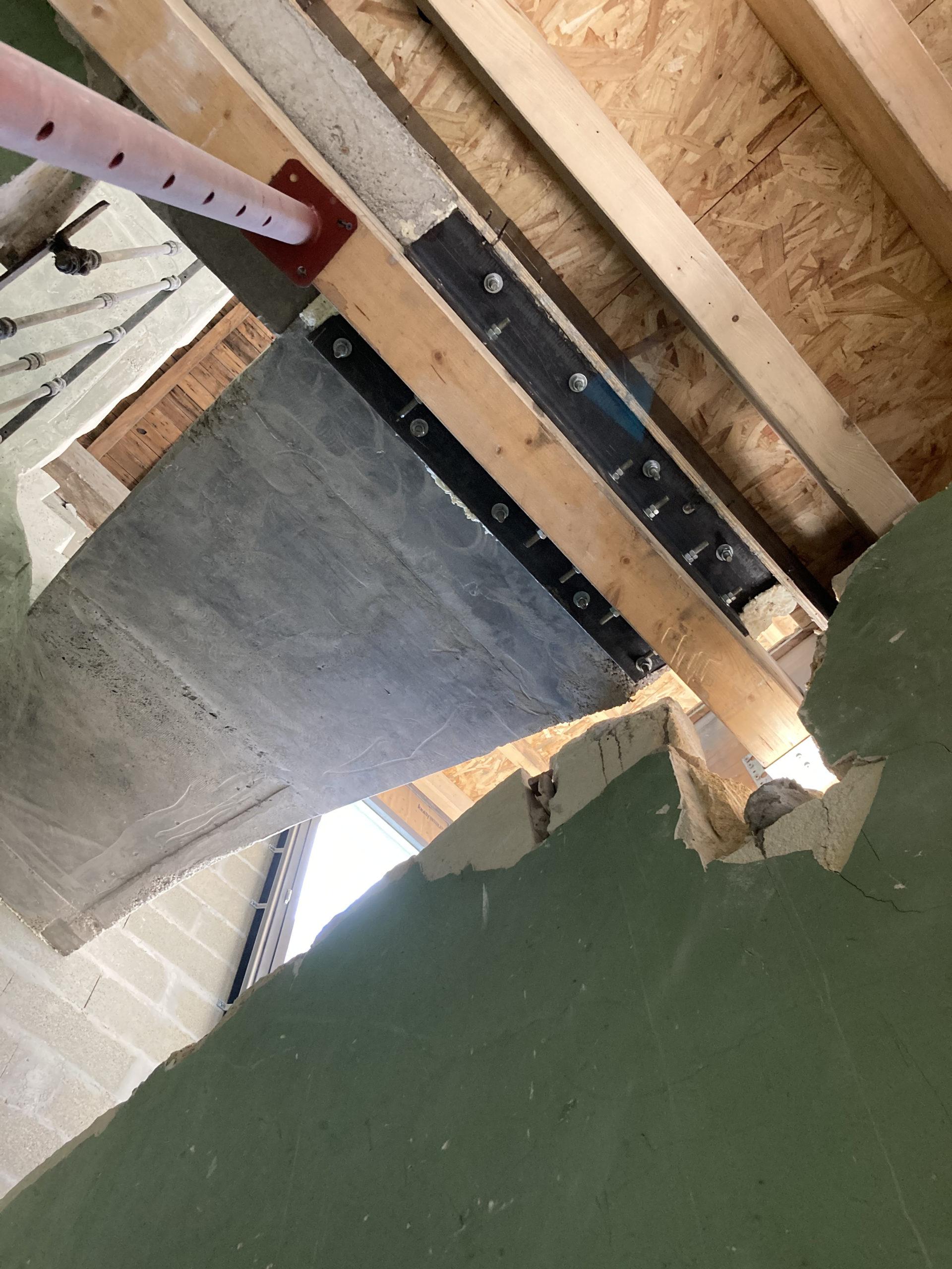 Appui du départ de l escalier sur poutre en bois