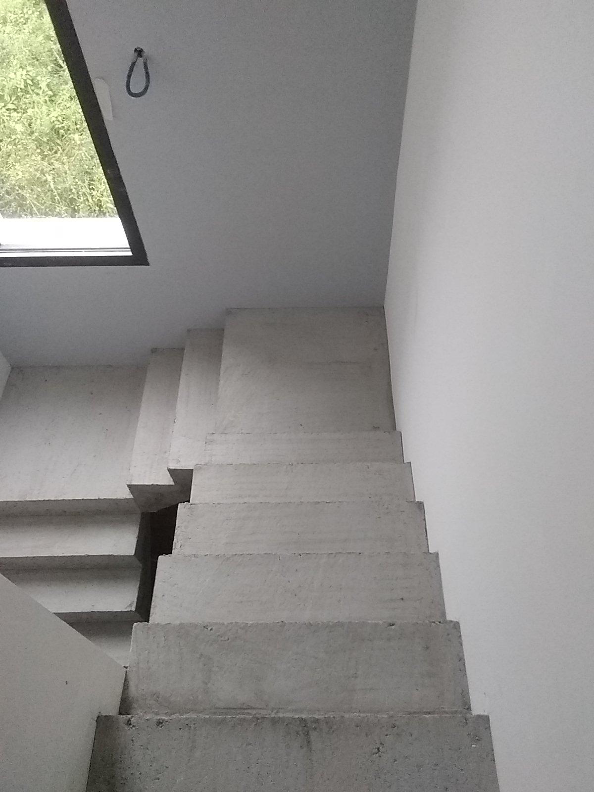 Arrivée de l'escalier béton