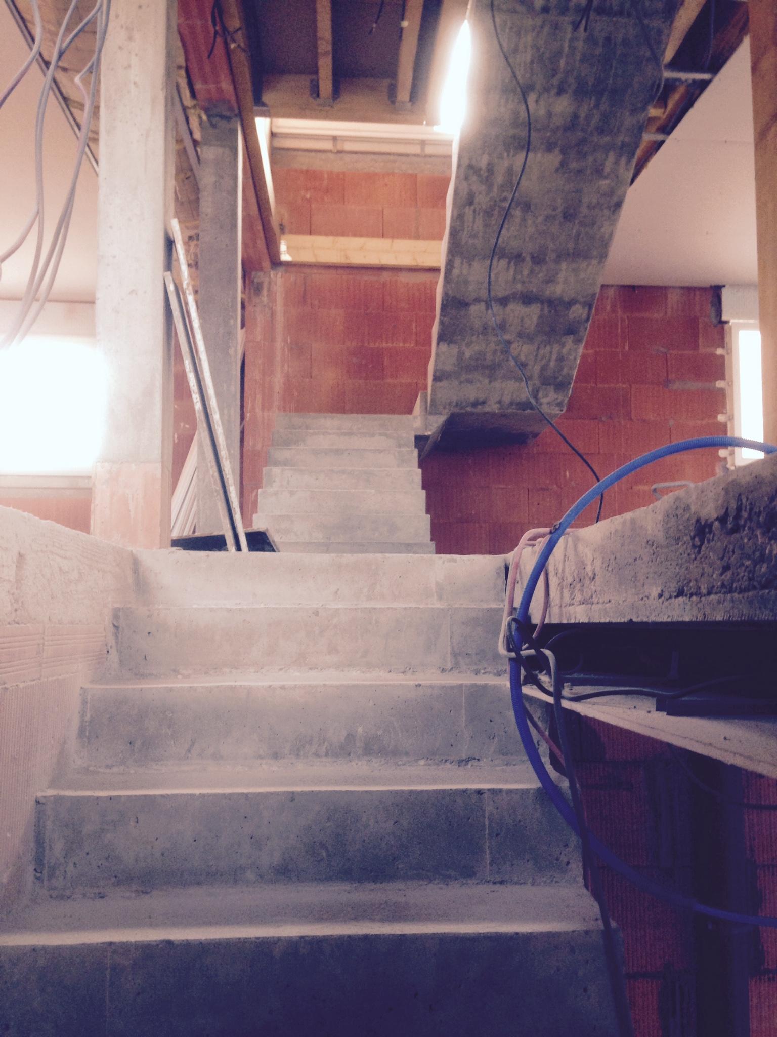 audacieux  escalier à paillasse droit en béton   a merignac  pour un particulier