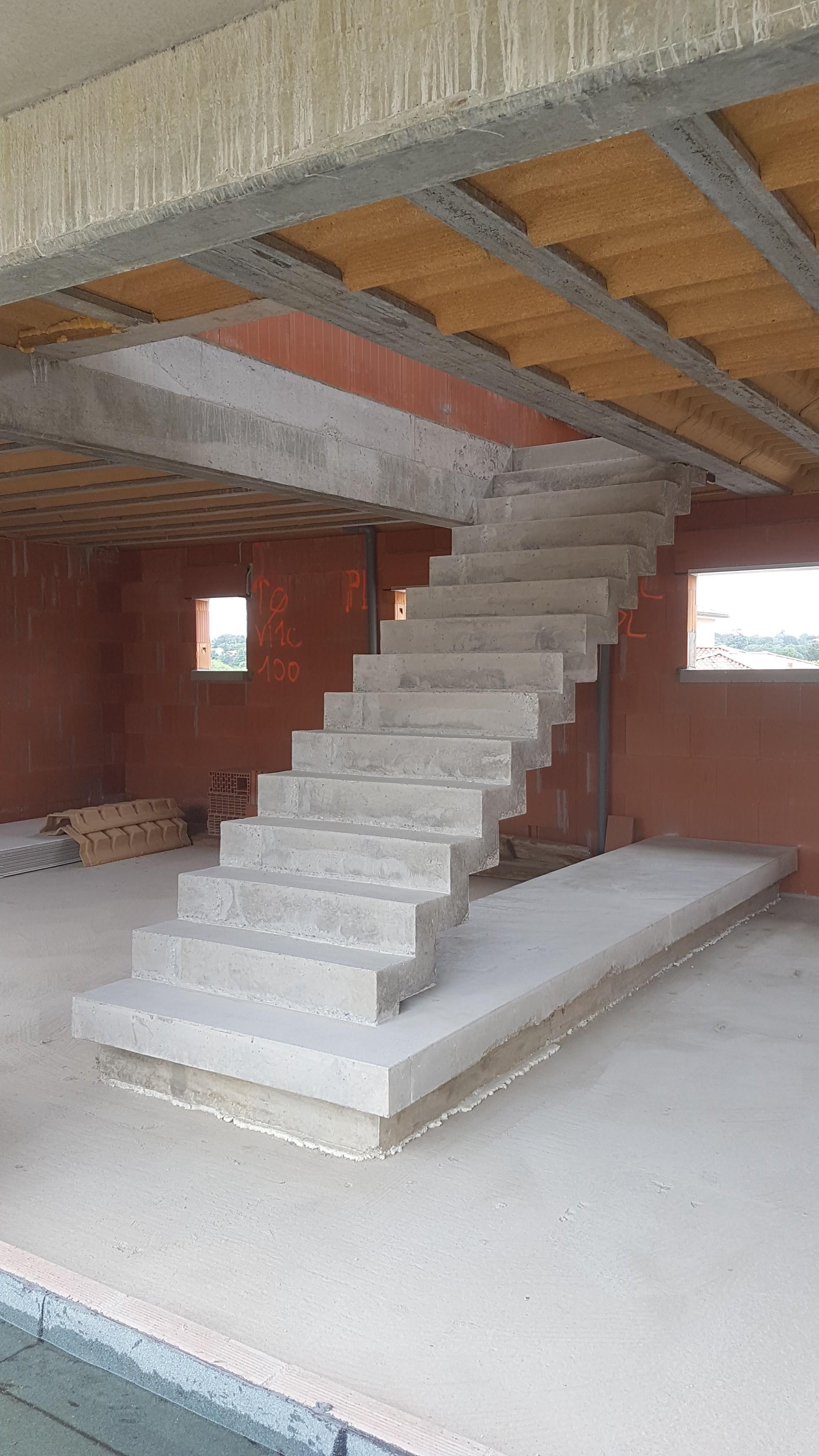 audacieux  escalier crémaillère droit en béton   toulouse  pour un particulier