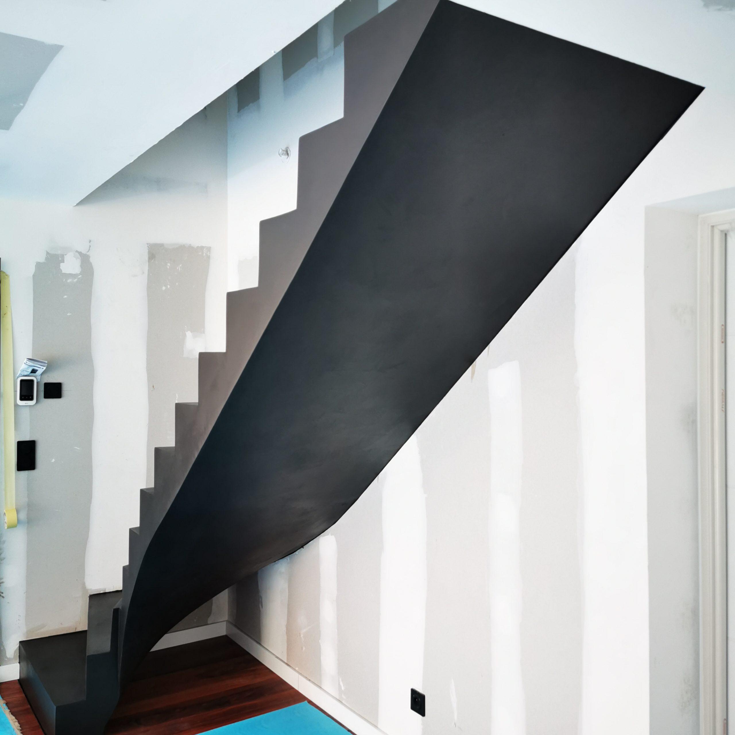 Beton ciré sur un escalier balancé à Biganos
