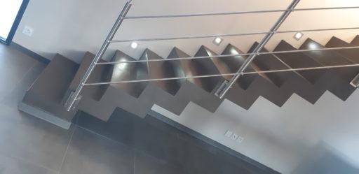 Béton ciré sur un escalier design à Vaugneray