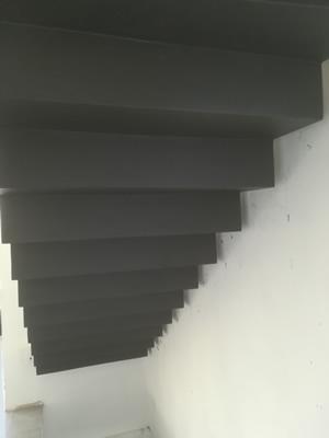 crémaillère d'un escalier béton ciré
