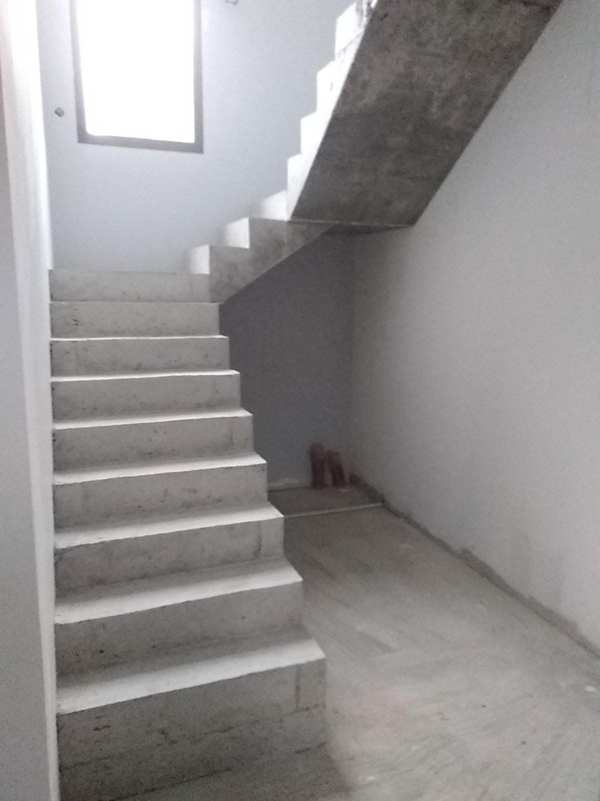 Départ de l'escalier avec une première volée droite