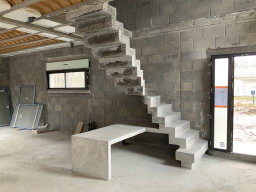 Design d'un escalier contemporain  dans une maison individuelle