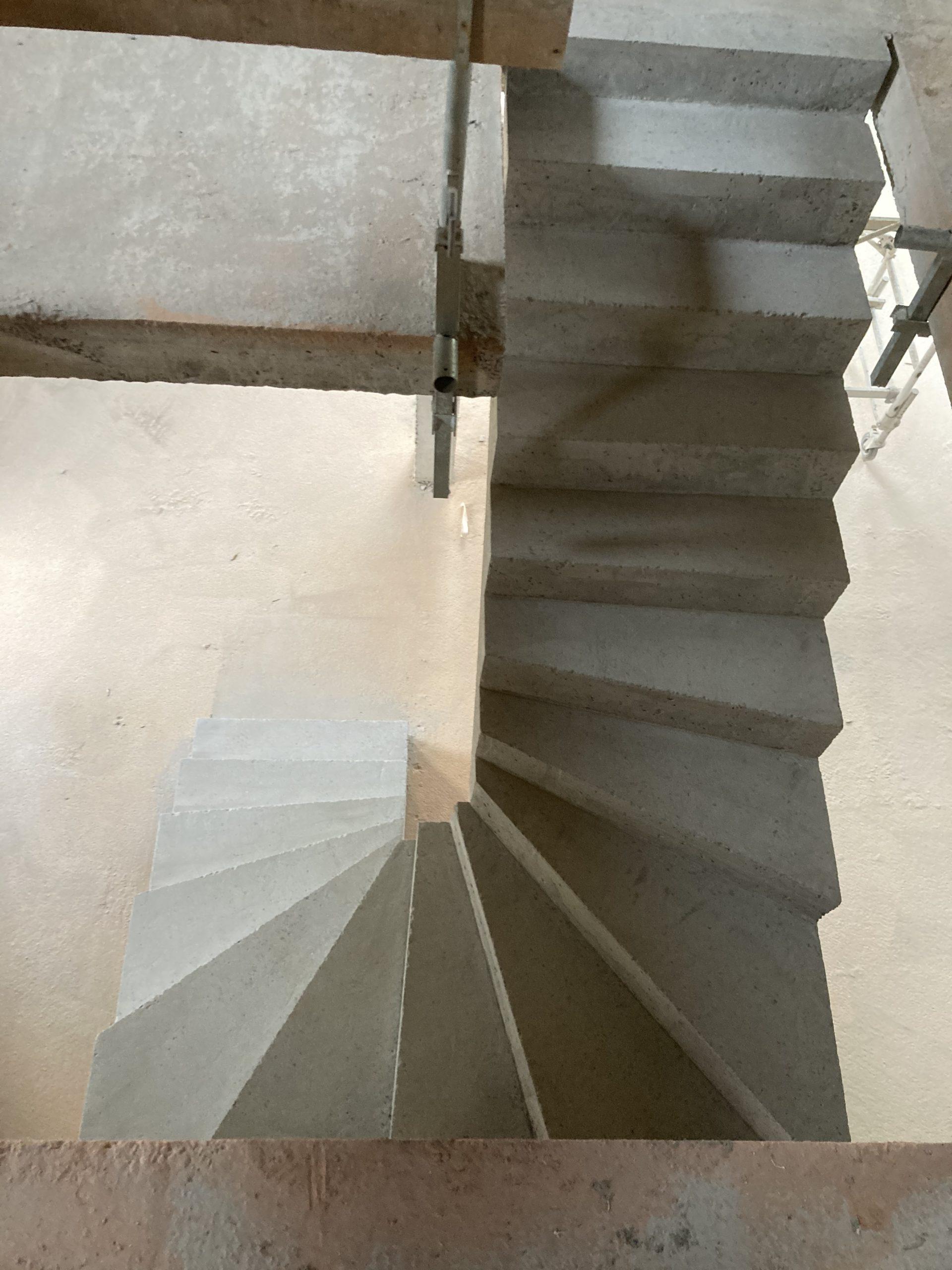 dessus d'un escalier béton coulé sur place