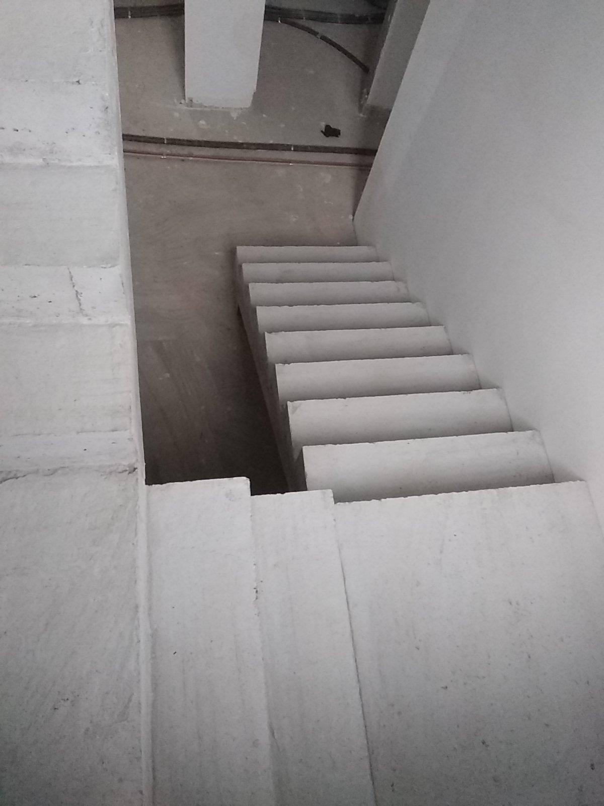 Dessus de l'escalier avec ses paliers intermédiaires