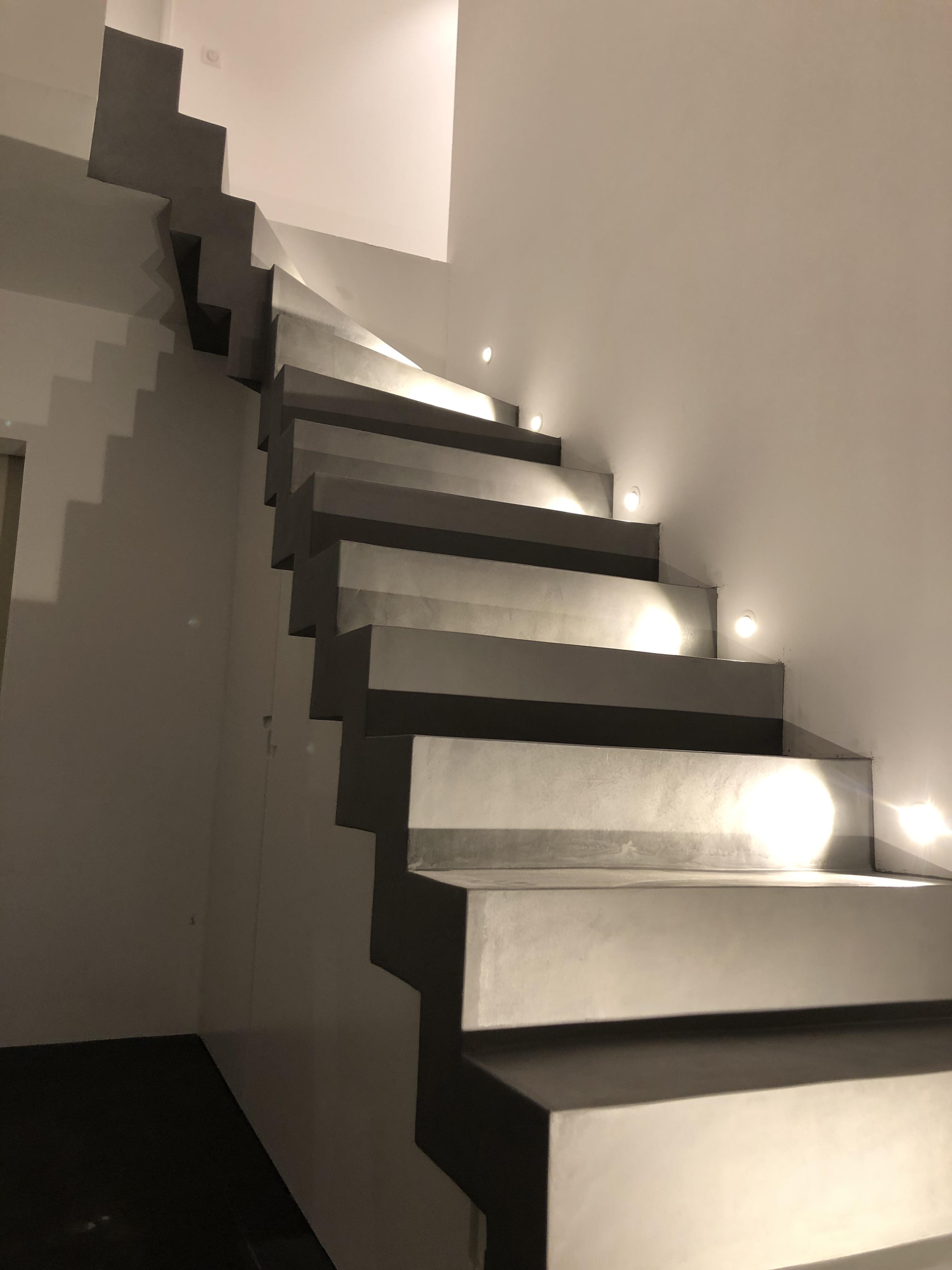 Éclairage dans un escalier