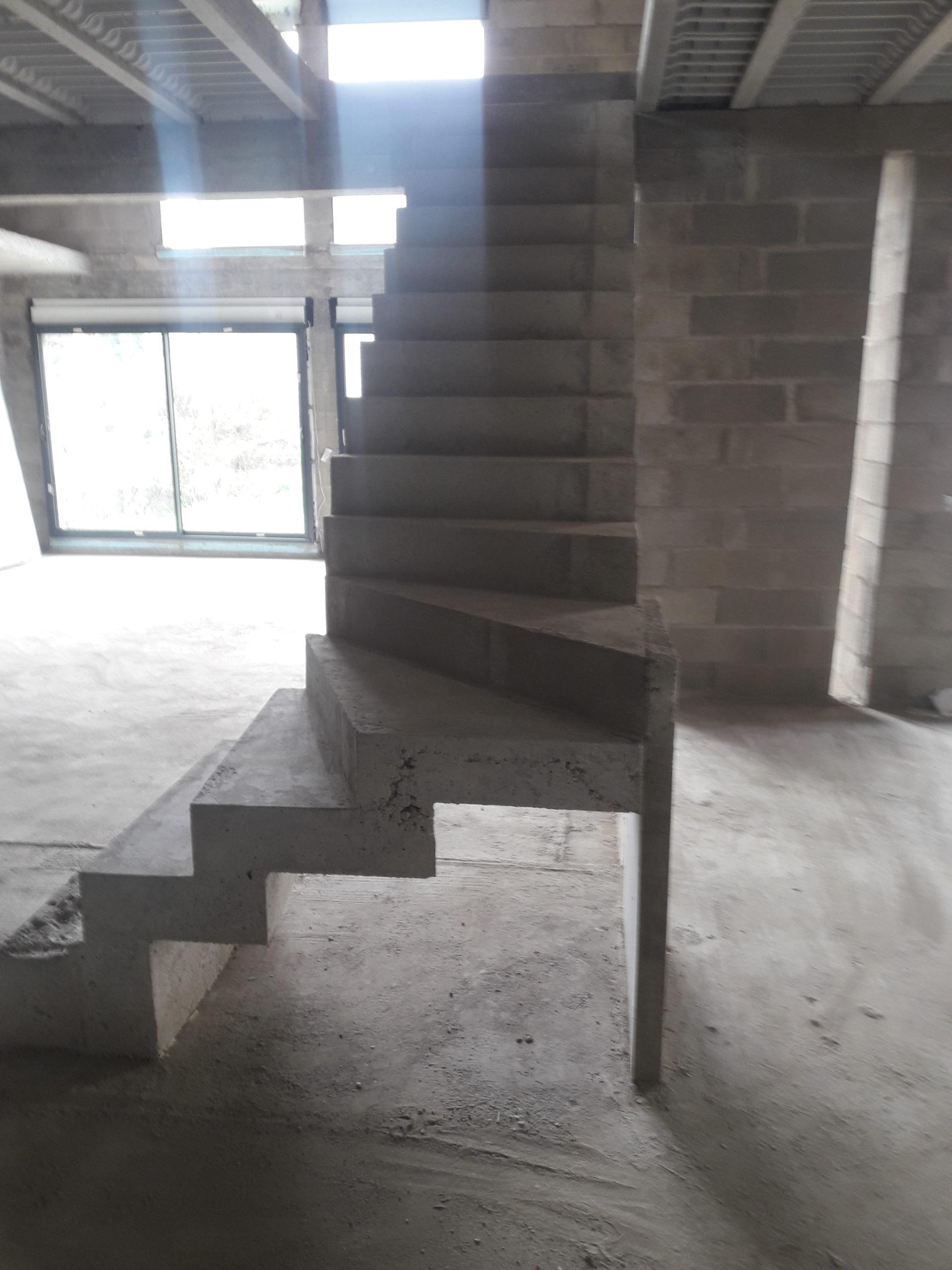 Escalier béton à crémaillère réalisé à Arras