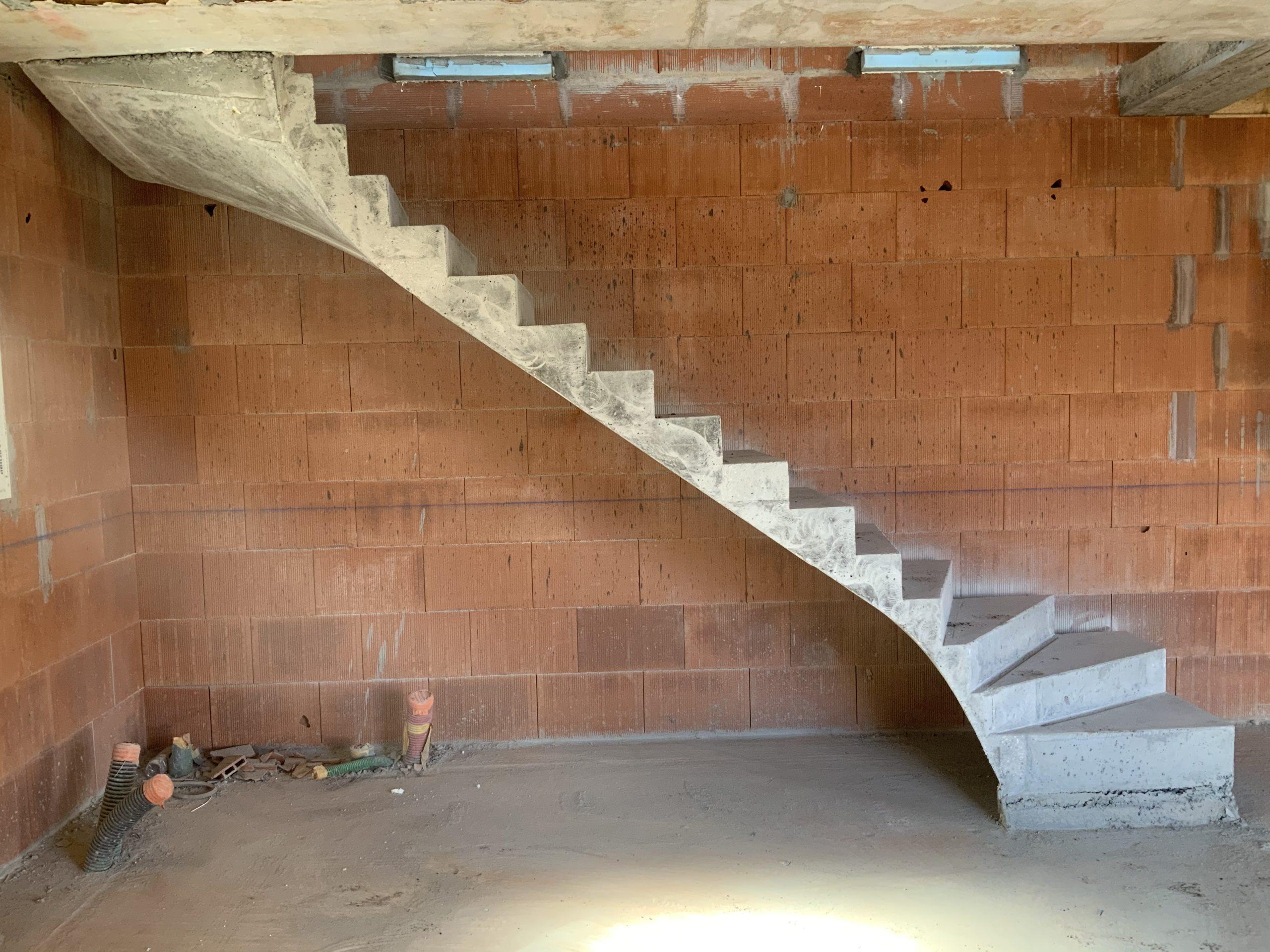 Escalier béton à Saint Aubin de Medoc