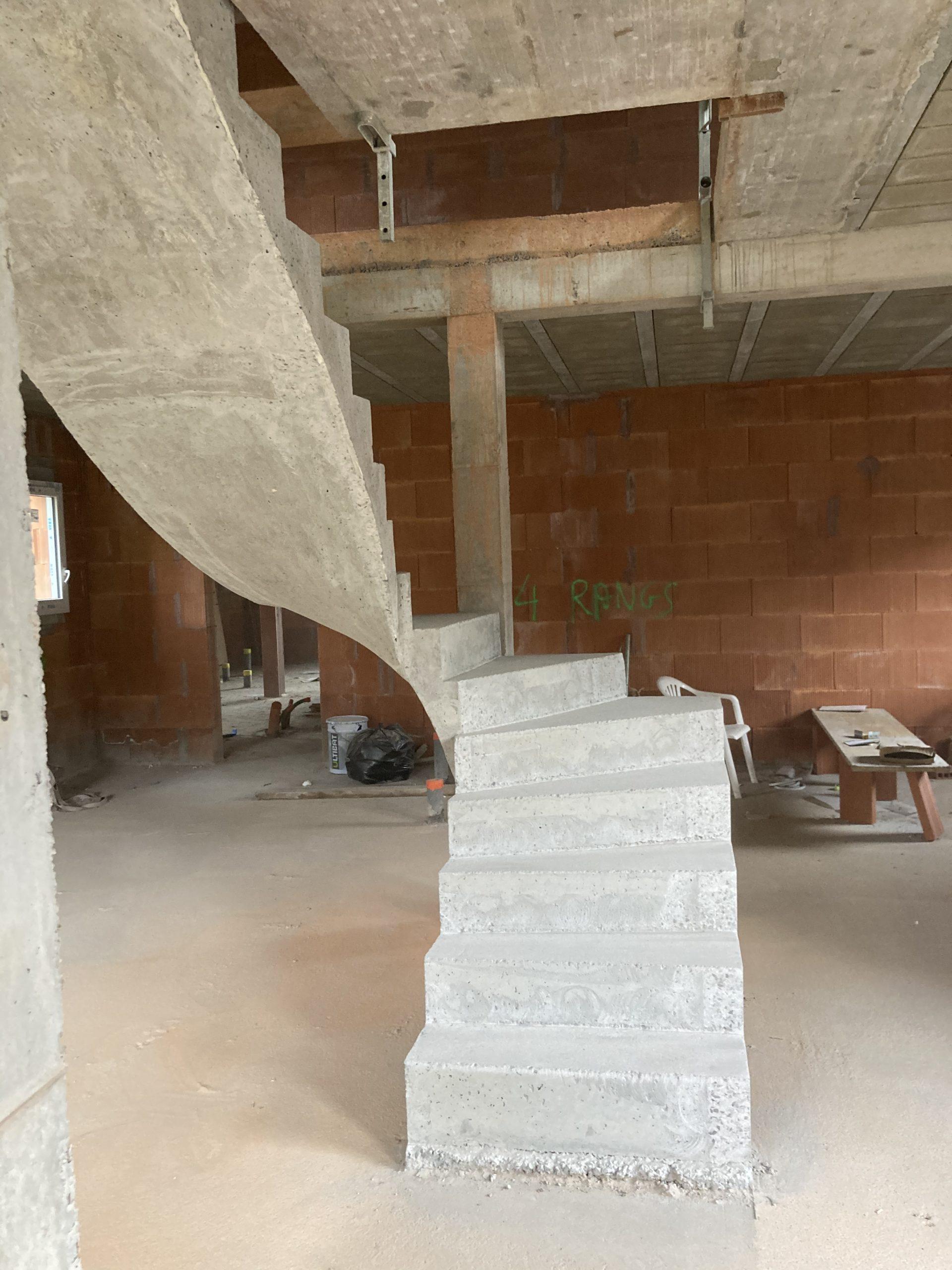 escalier béton à Saint Pée Sur Nivelle