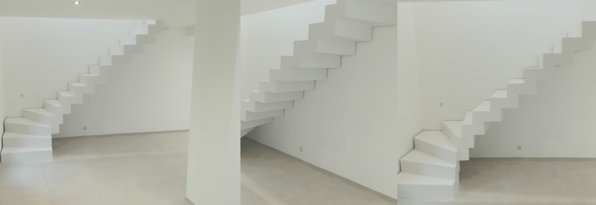 escalier en béton ciré blanc dans l'Hérault