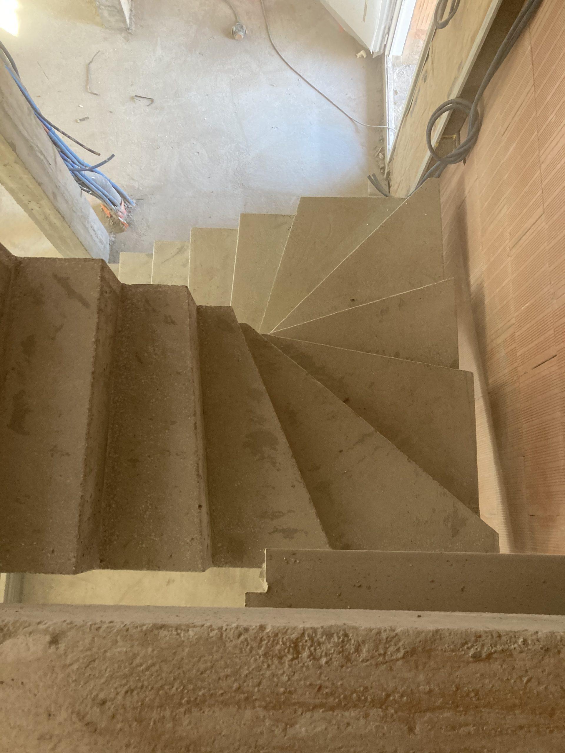 escalier béton brut de décoffrage près de Bayonne
