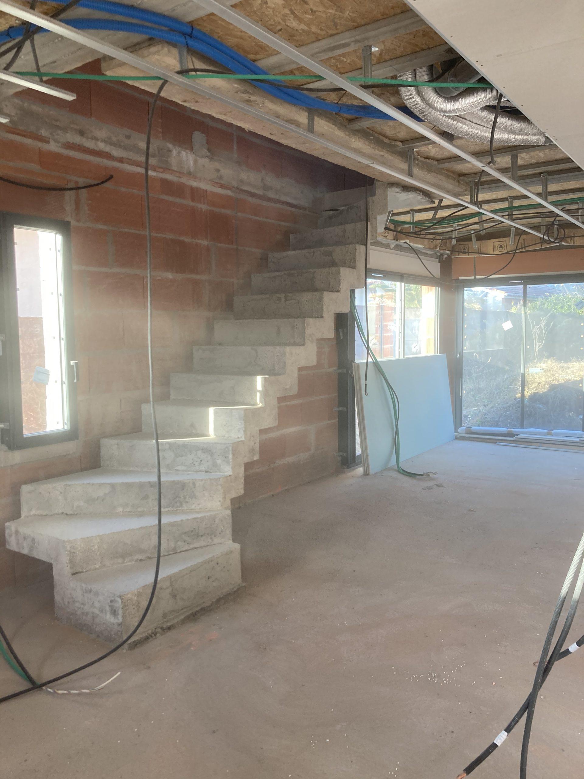 escalier béton crémaillère à Villenave d'Ornon dans une maison individuelle