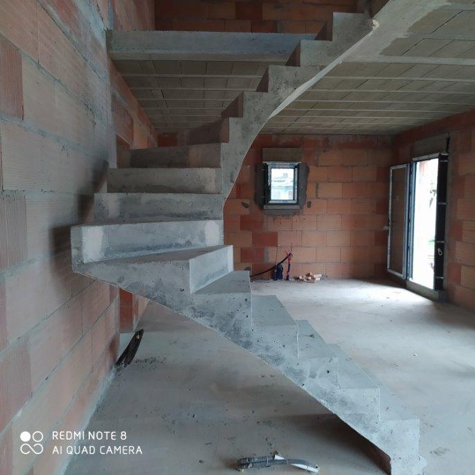 Escalier béton dans les Landes