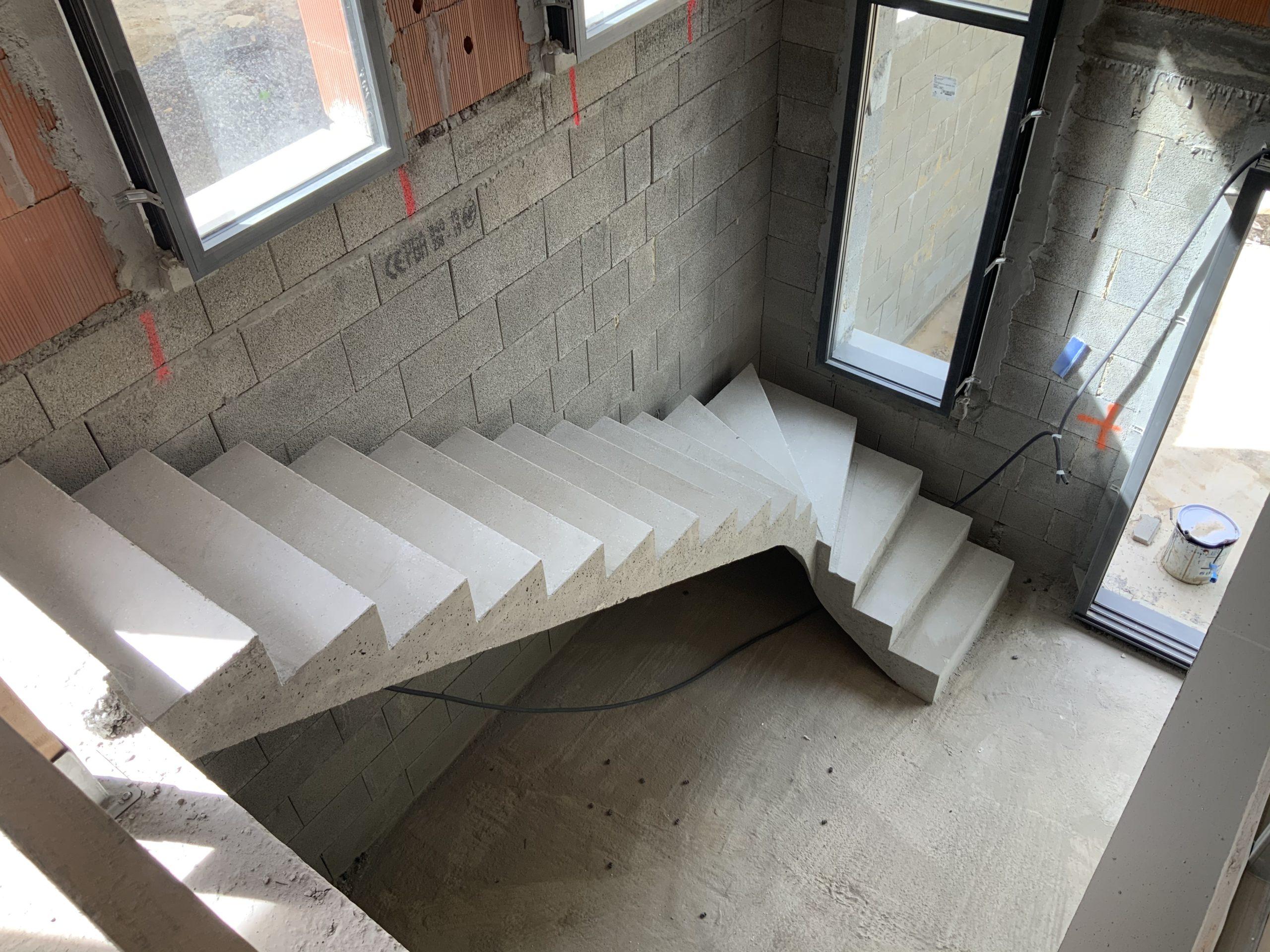 Escalier béton dans une maison à Ascain