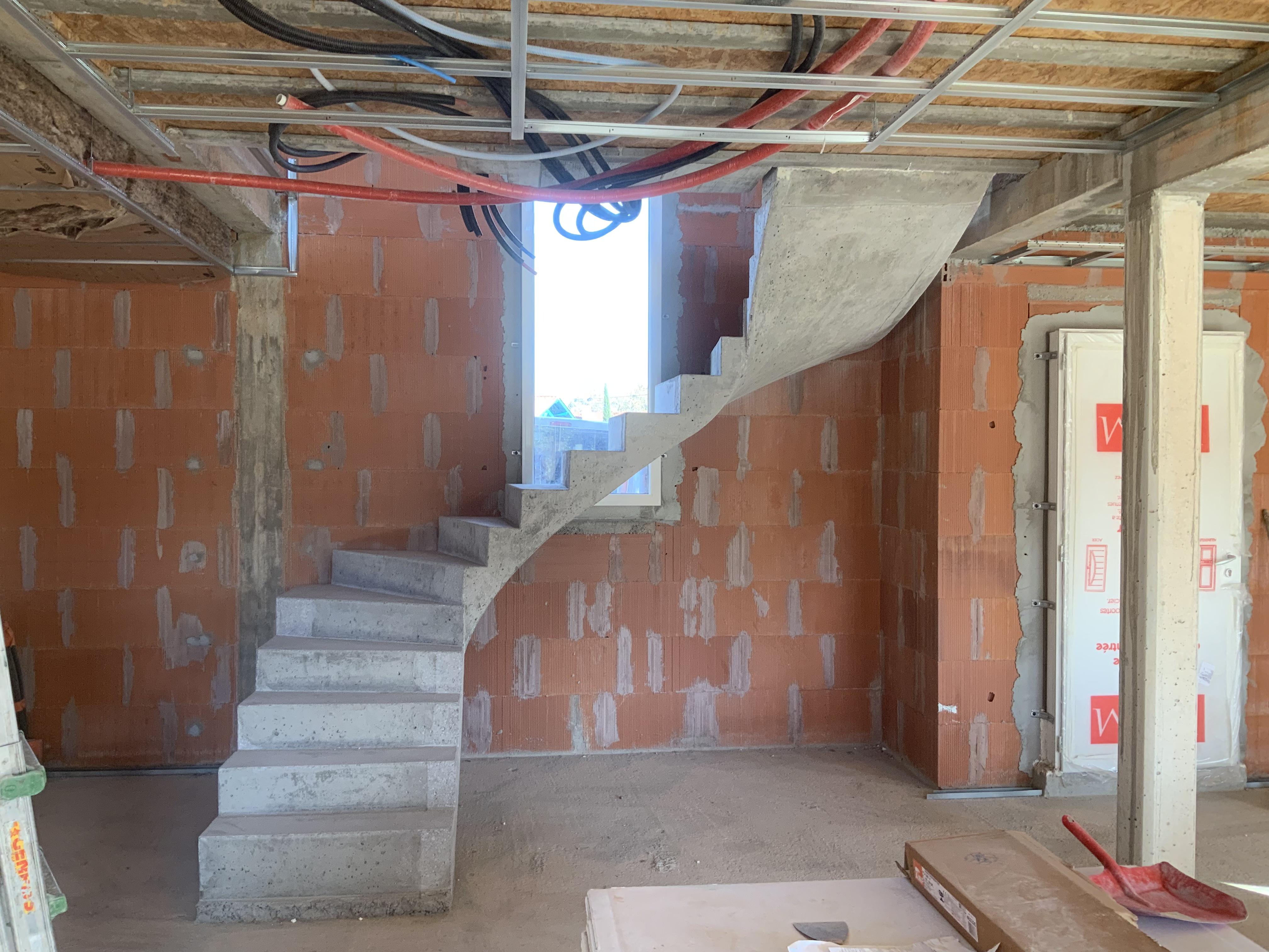 Escalier béton deux quart balancé