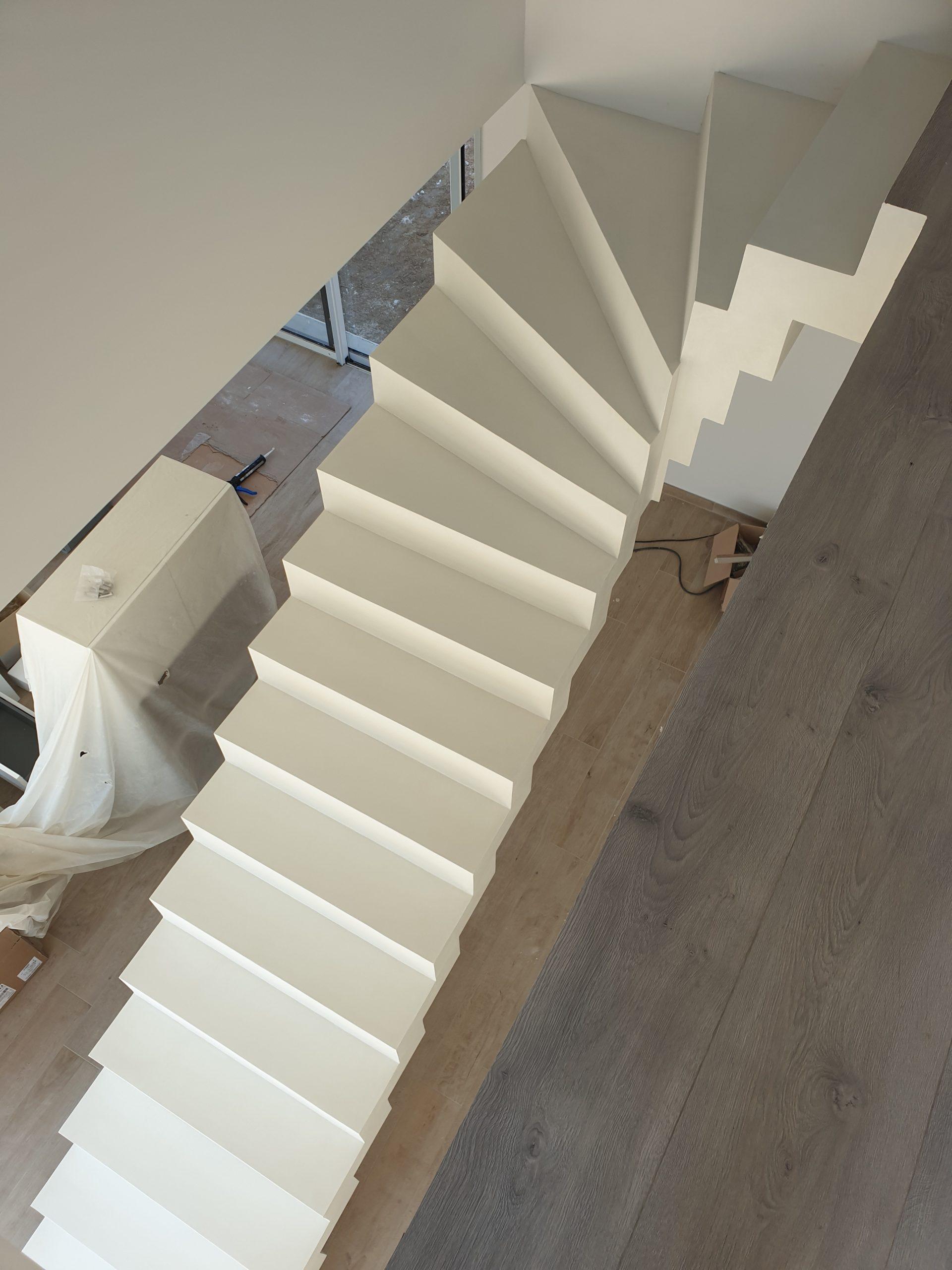 Escalier beton tournant en haut