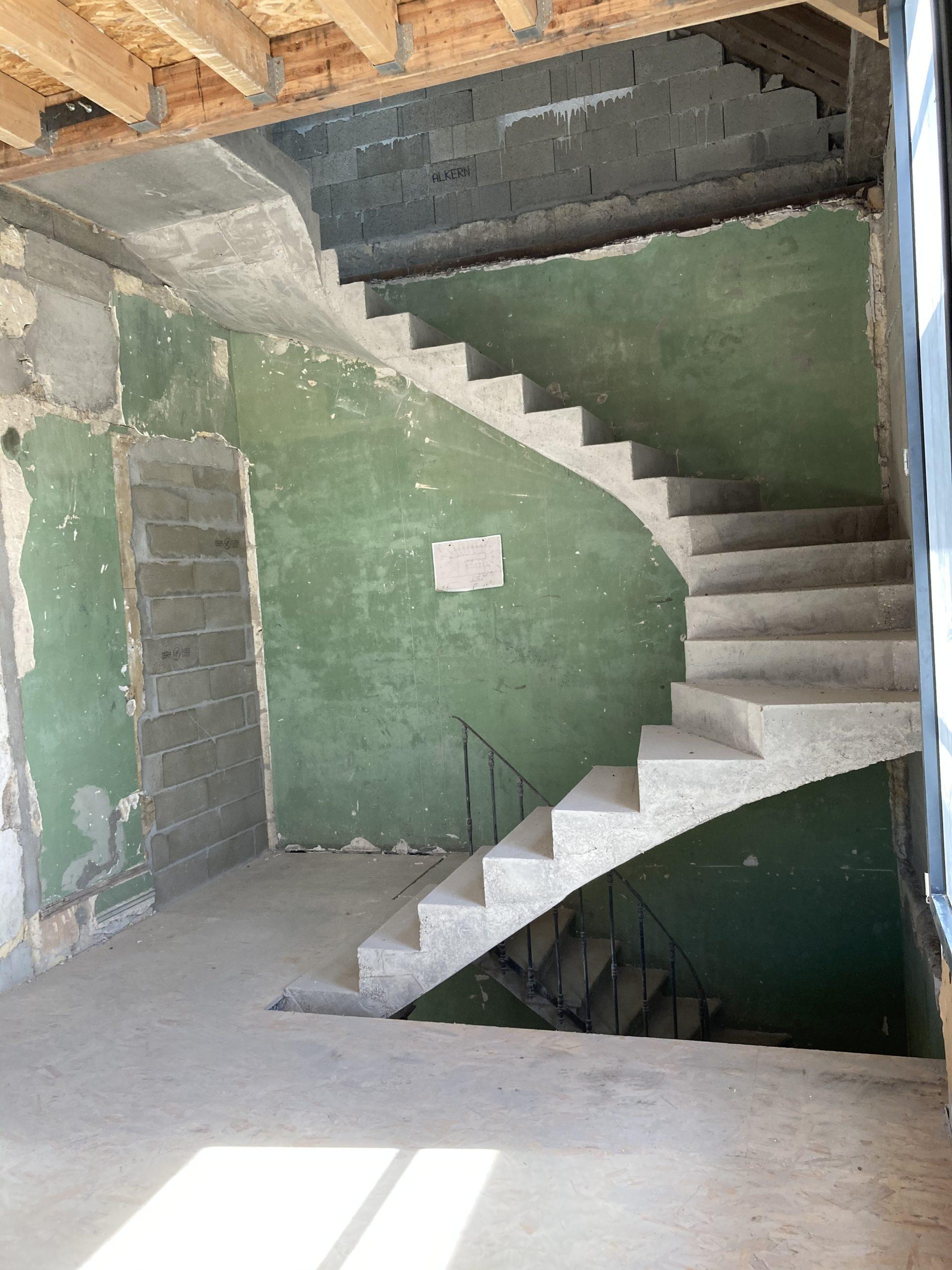Escalier béton trois quarts tournant