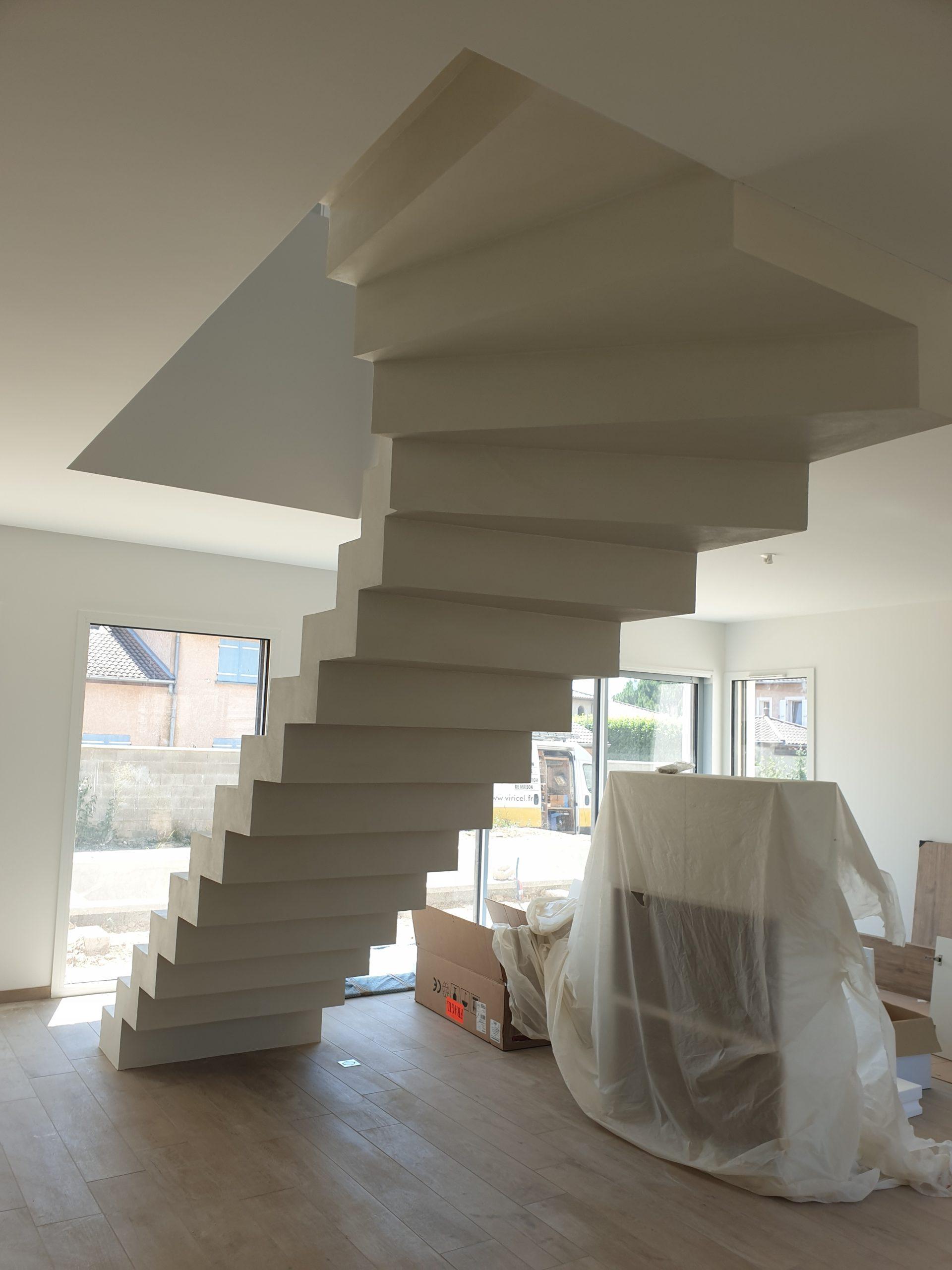 Escalier complètement recouvert de beton ciré