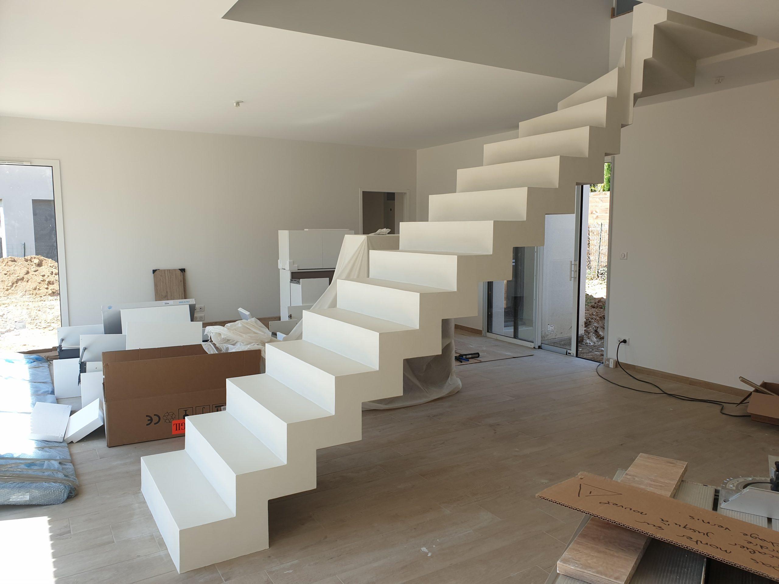 Escalier contemporain dans une maison à côté de Lyon