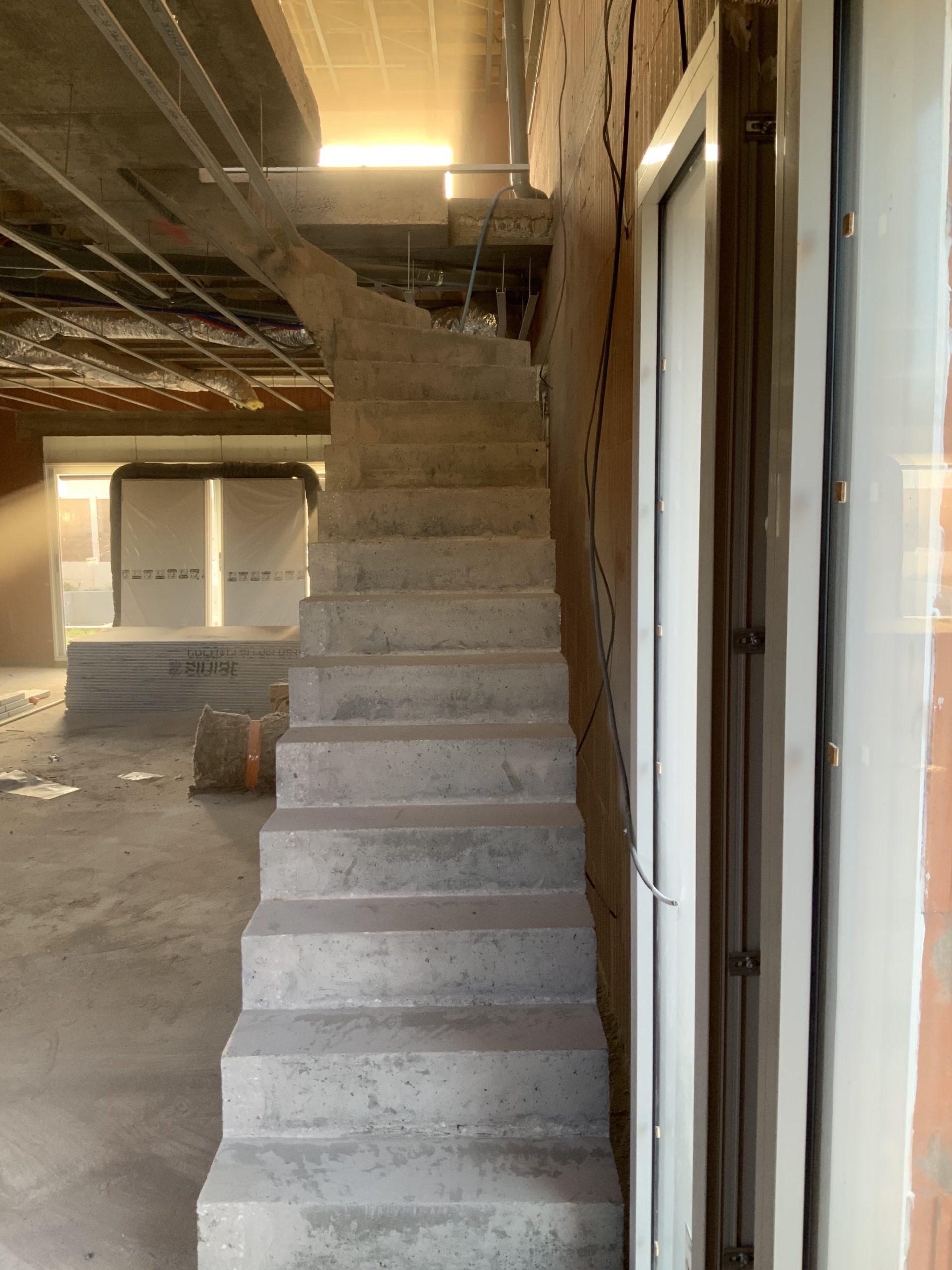 escalier dans une maison individuelle en construction