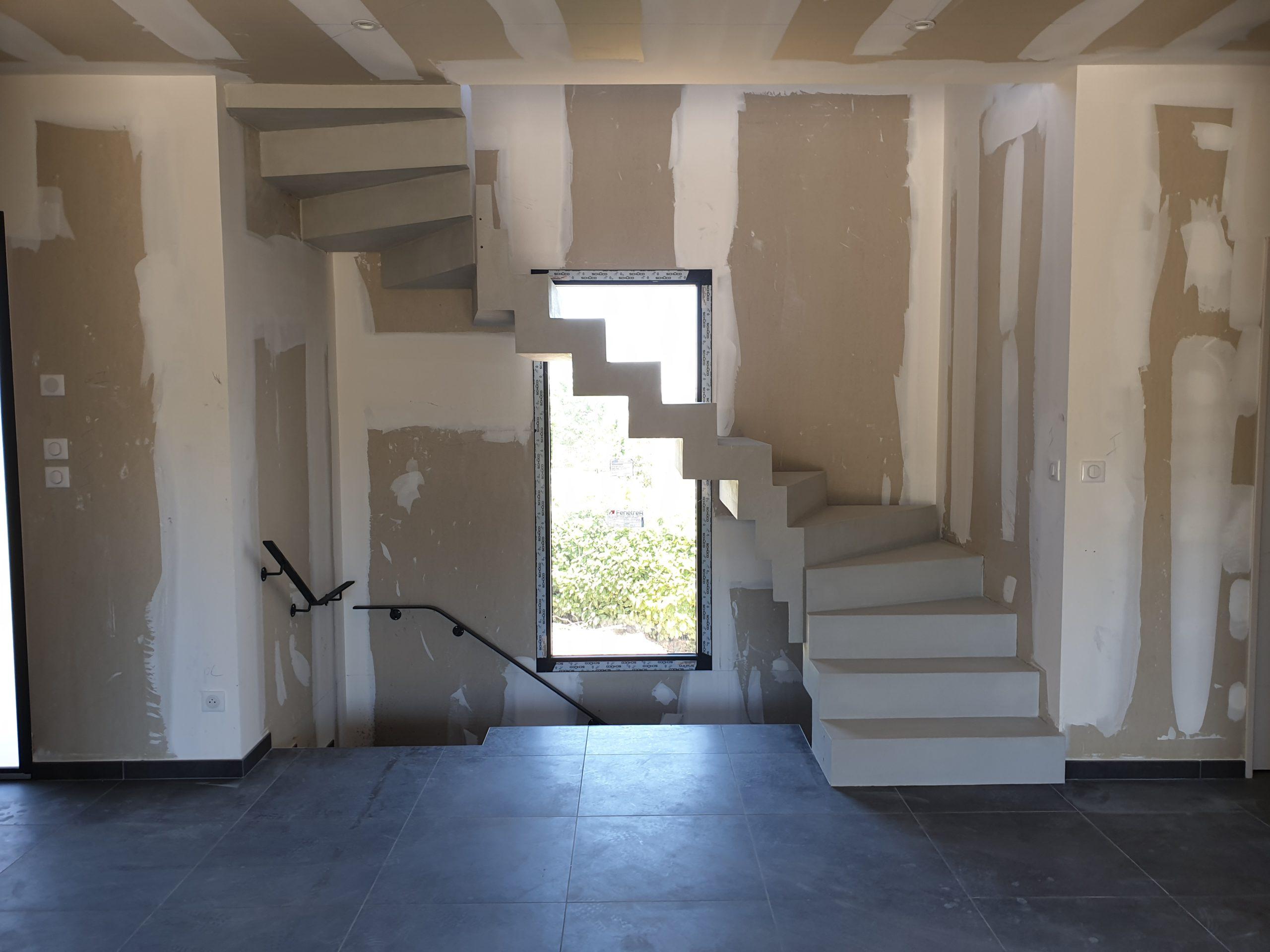 Escalier deux quart balancé en haut et en bas style contemporain