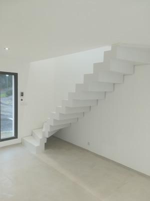 escalier en béton ciré à crémaillère