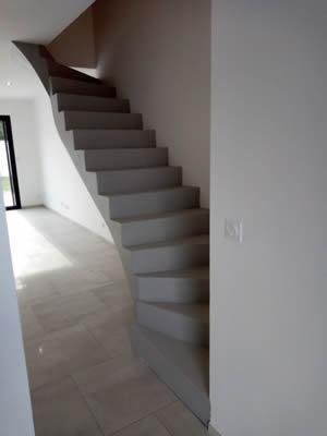 escalier en béton ciré gris