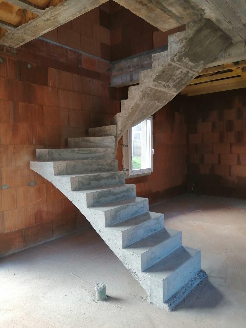 Escalier tournant en béton