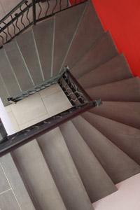 Escalier béton ciré sur mesure tournant