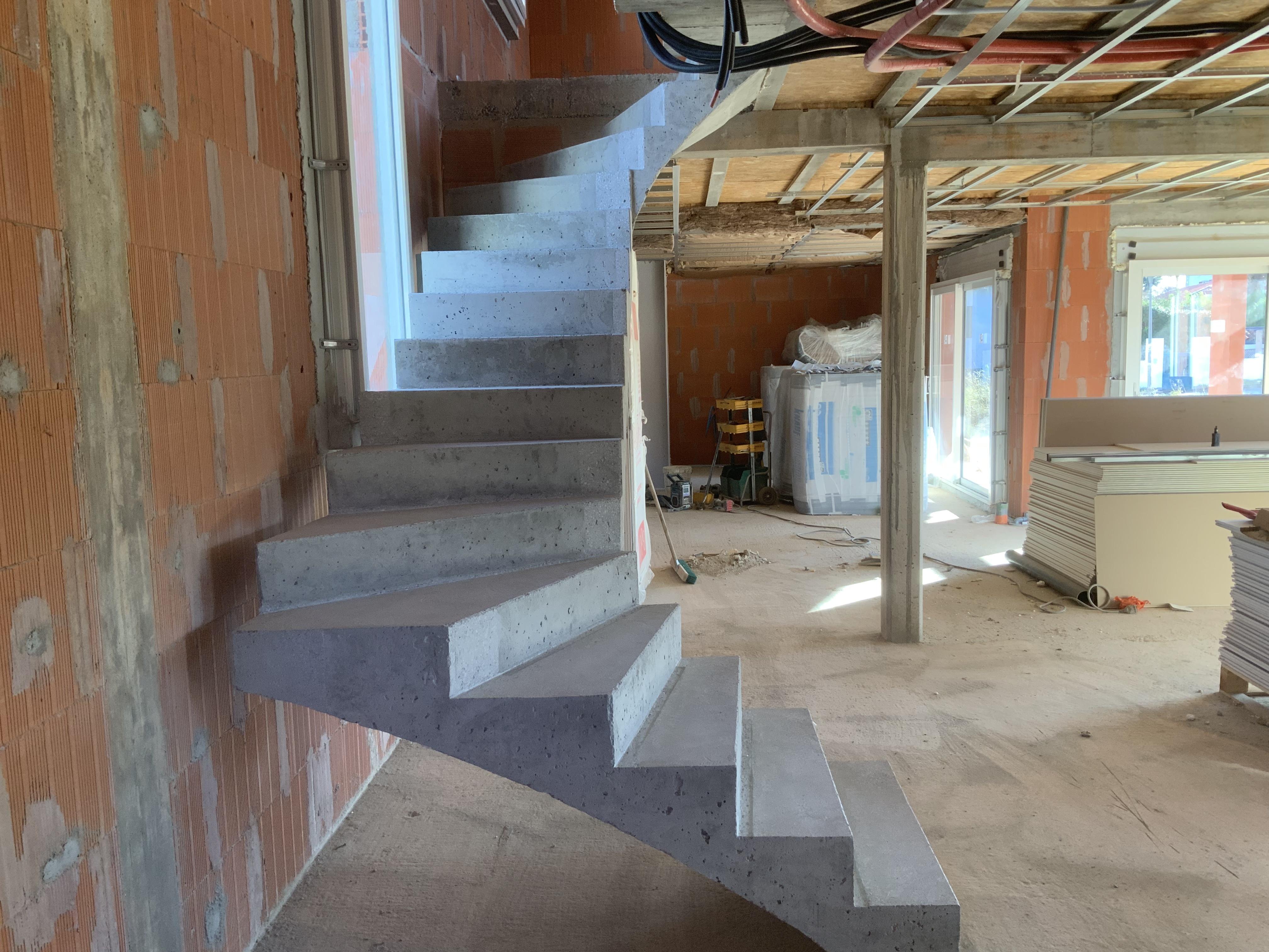 Espacement entre l'escalier et le mur pour supprimer tout pont thermique