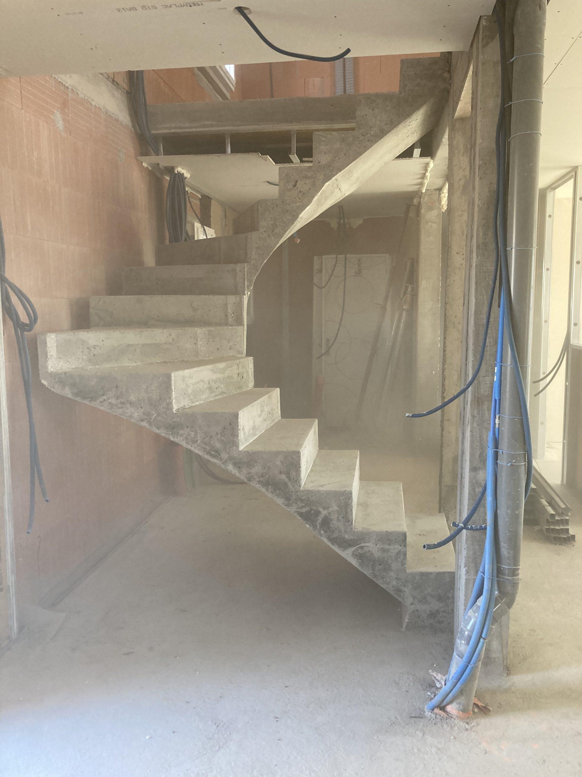 fabrication d'un escalier en béton armé à côté de Anglet