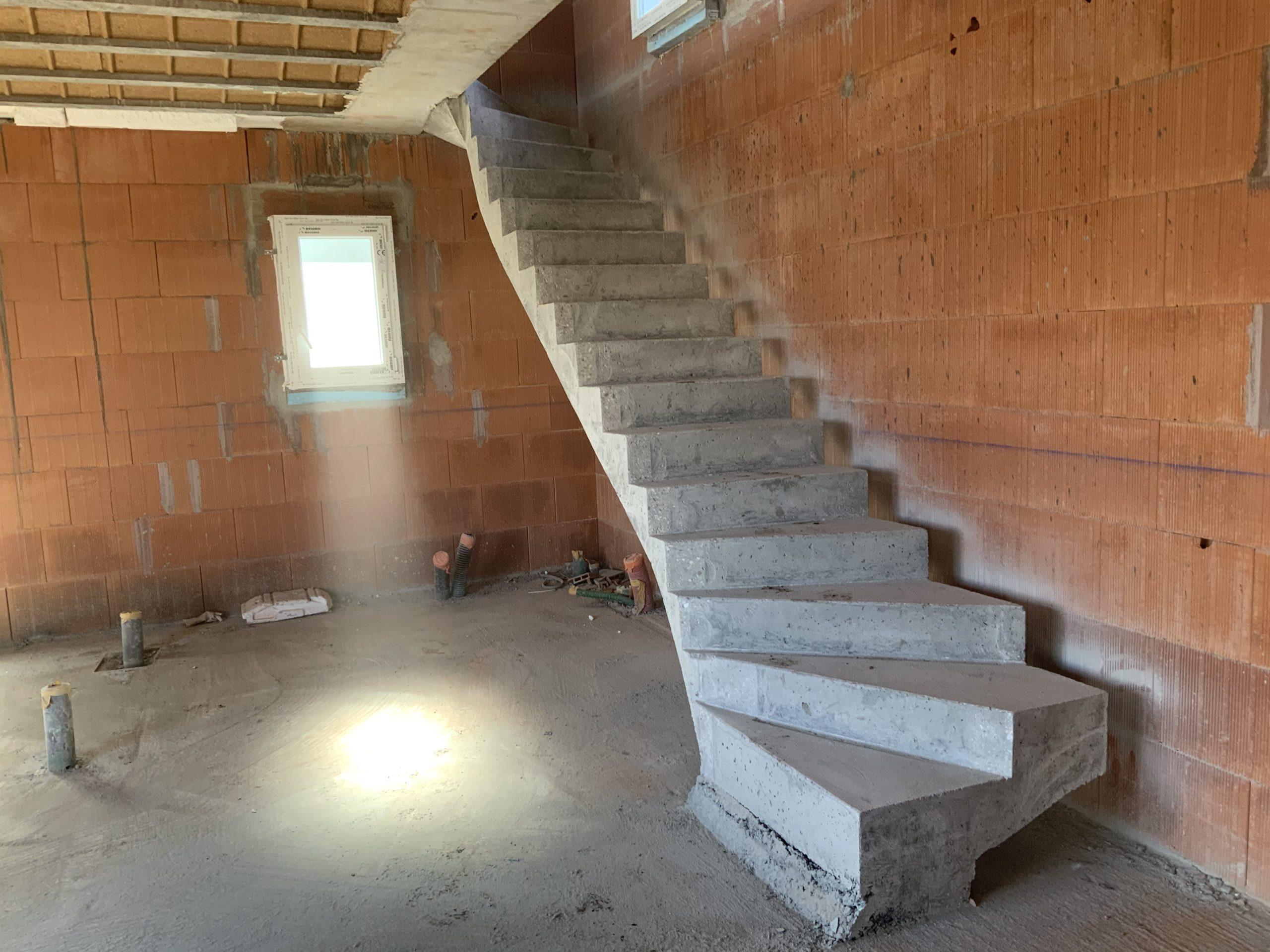Installation d'un escalier en béton