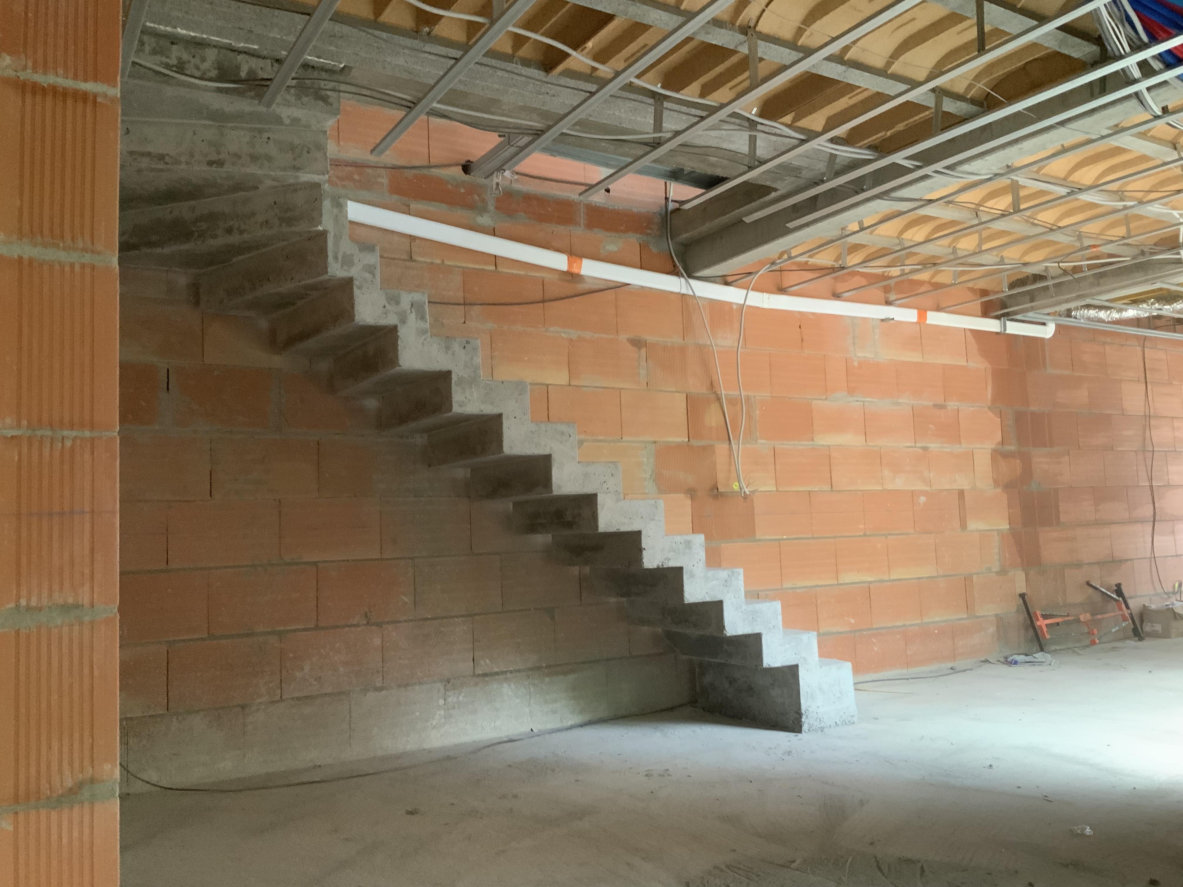 L'escalier béton sera ici un élément de décoration dans une pièce à vivre