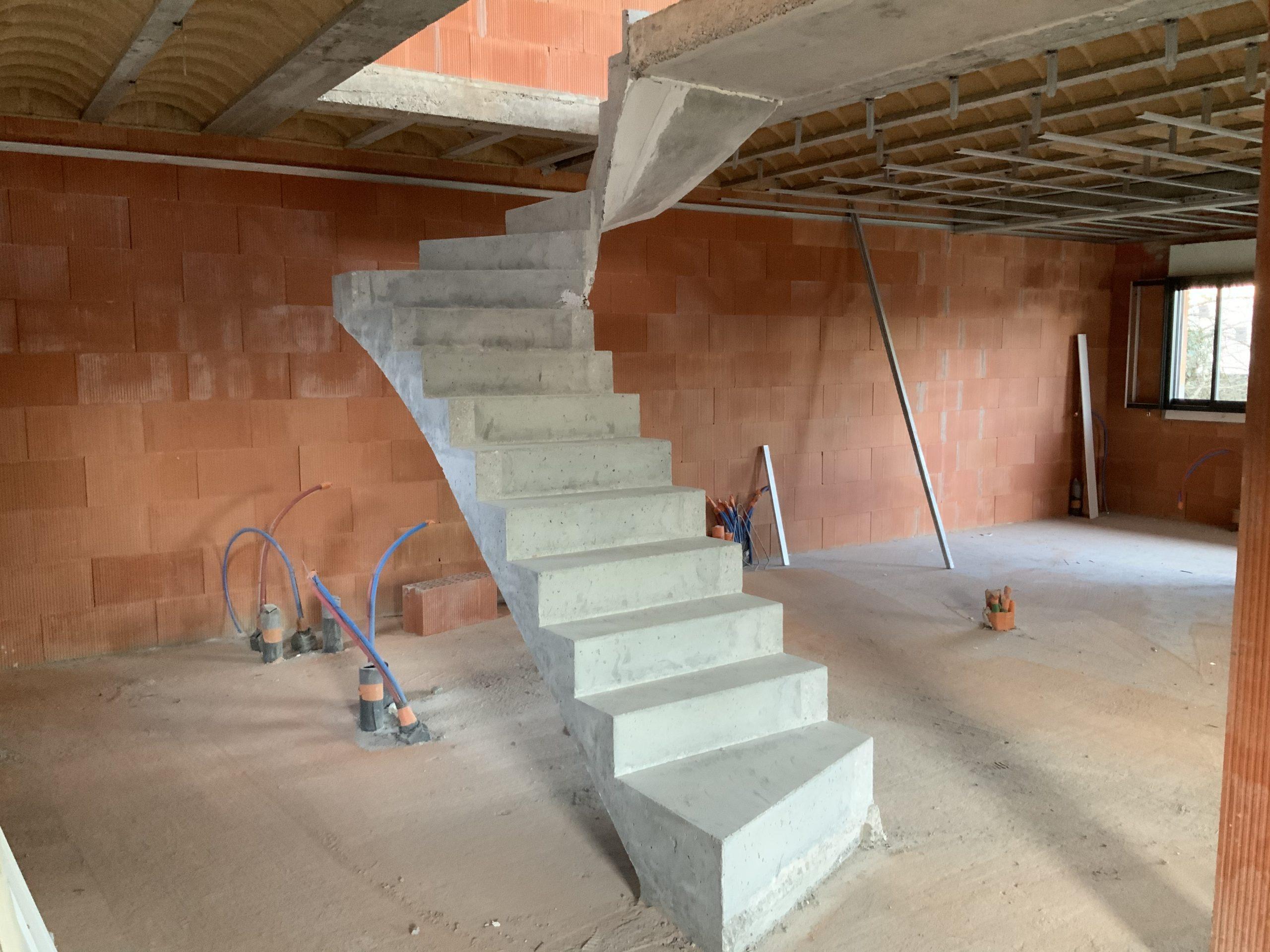 Maison avec un escalier béton près de Bordeaux