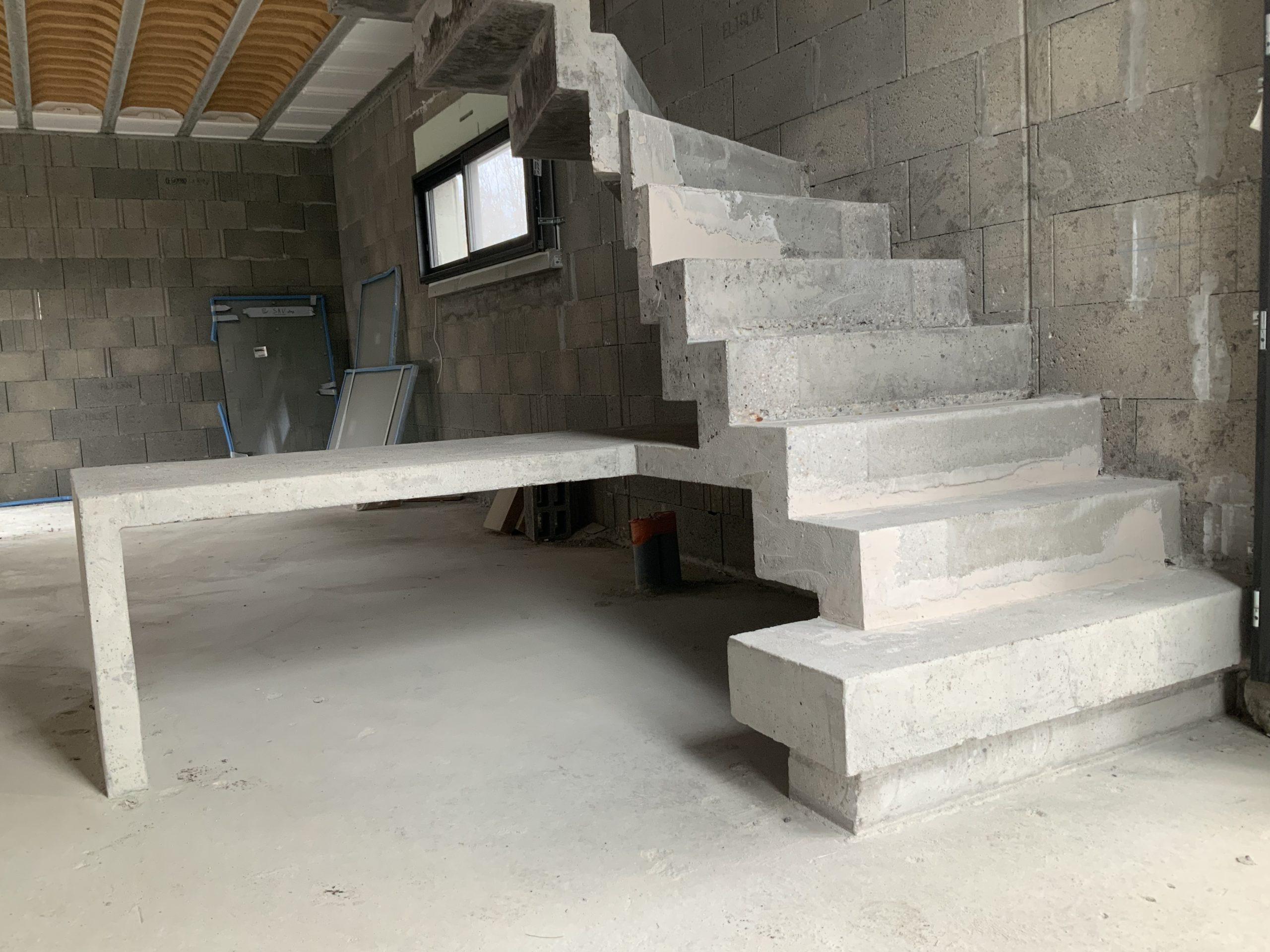 Marche royale avec effet flottant pour cet escalier dans une maison en construction