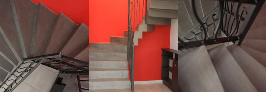 Escalier 2/4 tournant à crémaillère en béton ciré