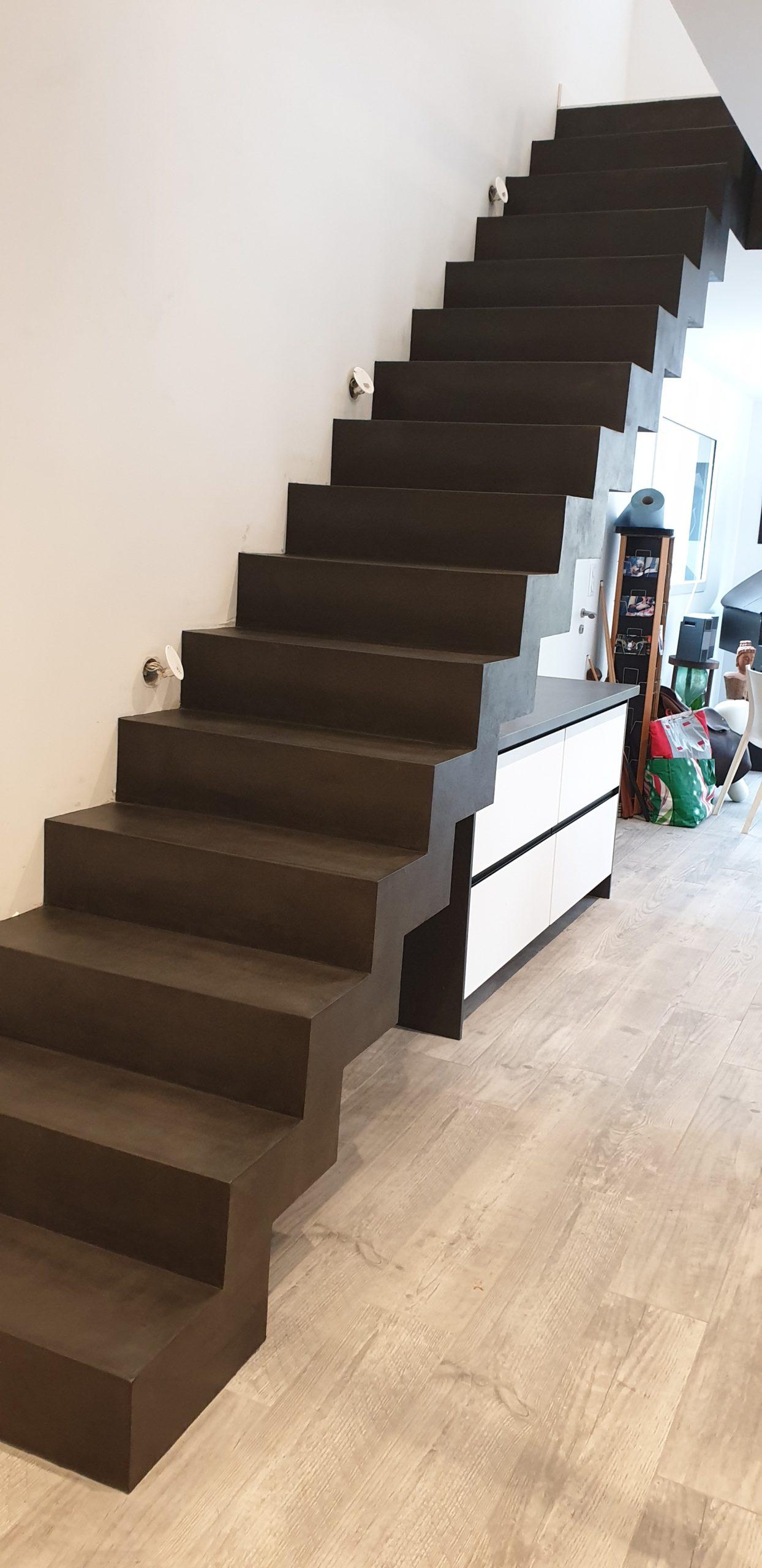 Réalisation d'un escalier béton en forme de crémaillère