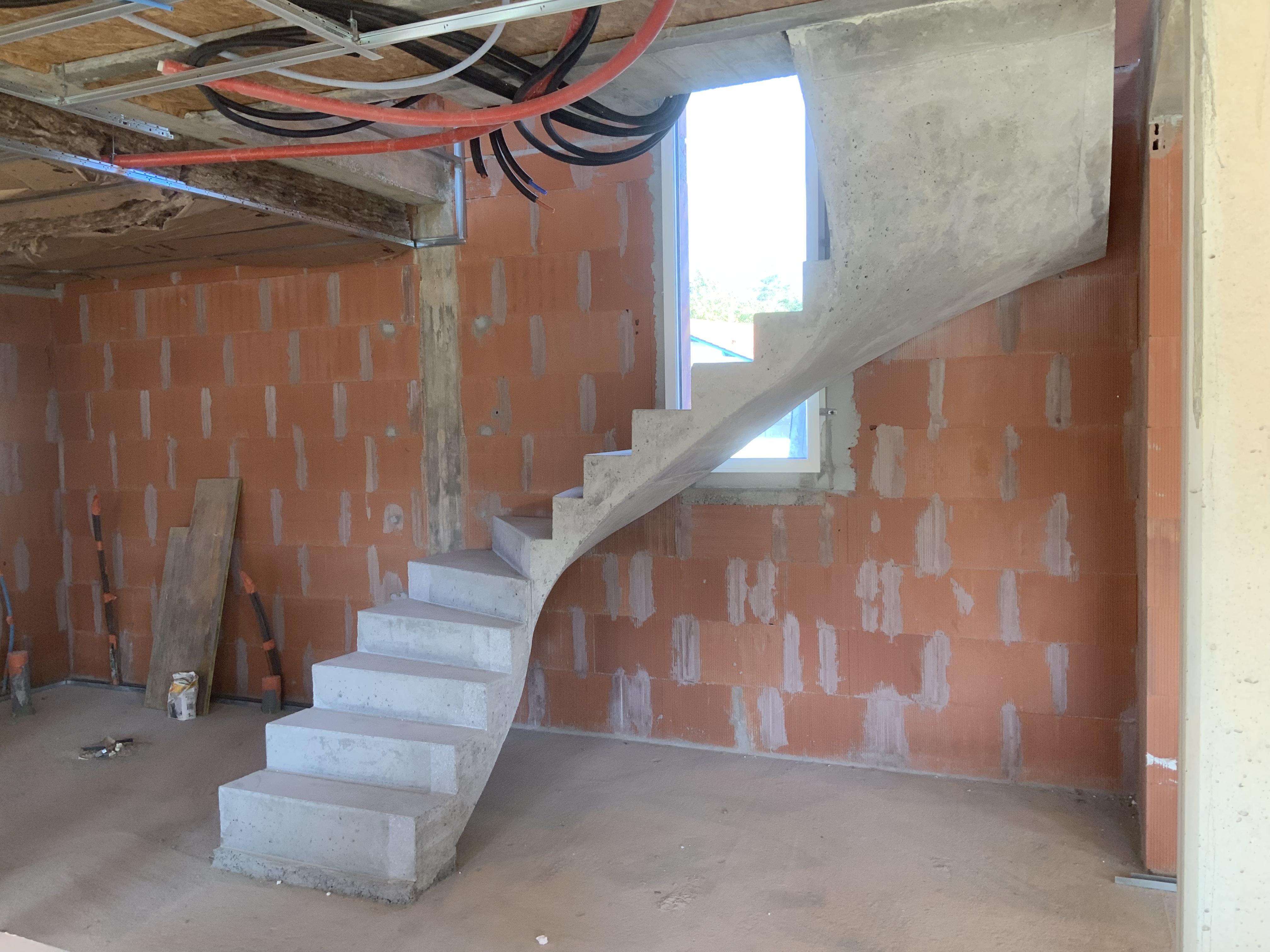 Réalisation d'un escalier en béton dans une maison individuelle
