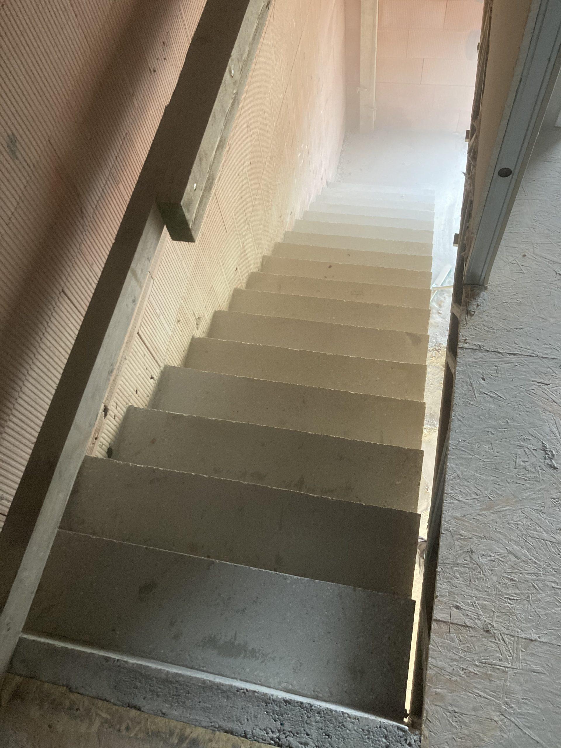 Réaliser son escalier en béton contemporain